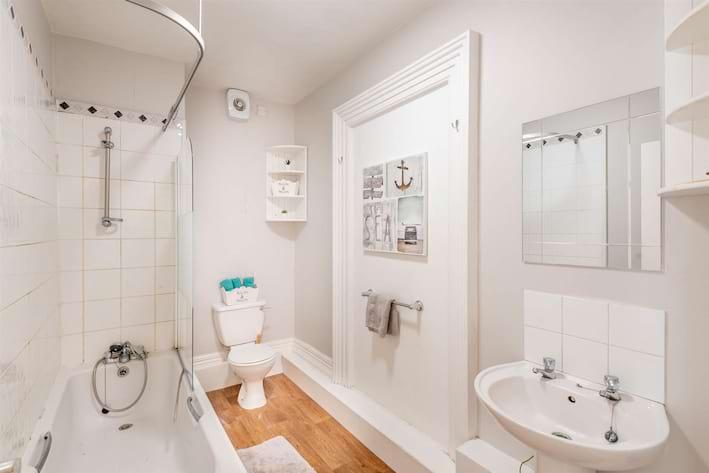 12B Tapton House Road Bathroom.jpg